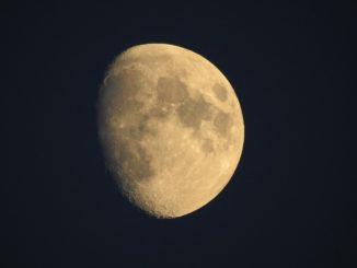 Mond und Planeten mit Spektiv beobachten