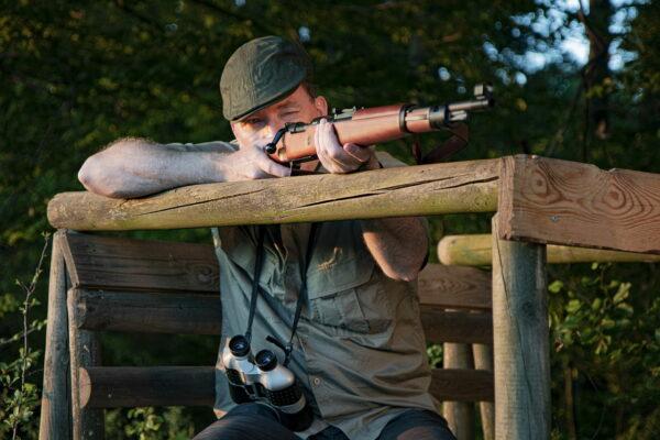 Fernglas für Jäger im Einsatz bei der Jagd