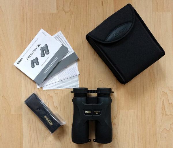 Lieferumfang beim Nikon Prostaff 7s 10X42 Fernglas